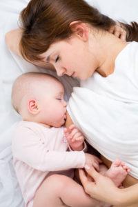 Säugling an der Brust stillen? Ein Milchpumpe Test ist vorab wichtig